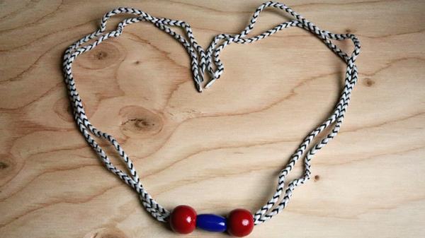 Grandma's Necklace by Mr. Magic - Trick