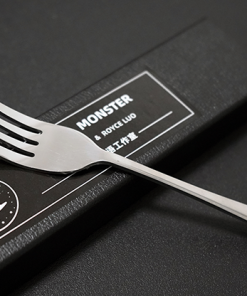 SPOON MONSTER (Gimmicks and Online Instructions) by Conan Liu & Royce Luo - Trick